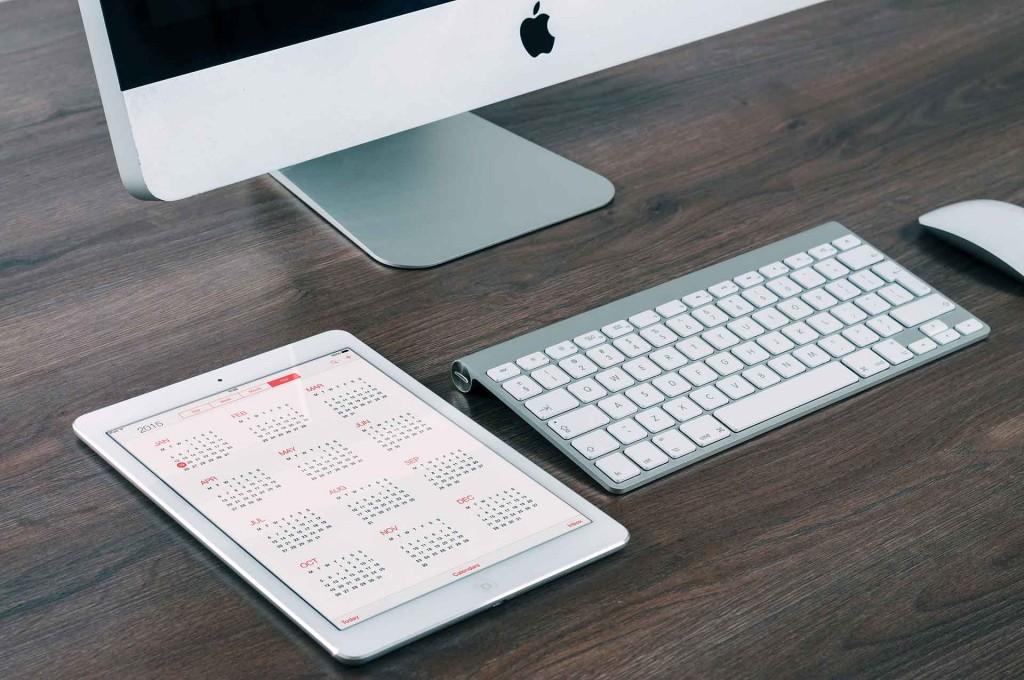מחשב וטאבלט עם עיצוב boxed